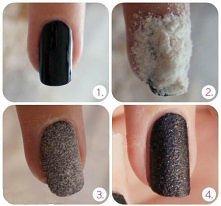 Na świeżo pomalowane paznokcie sypiemy mąkę i czekamy  2 sekundy i wtedy doci...