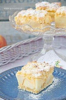 Składniki na ciasto (blacha o wym. 23×23): 450 g mąki pszennej 250 g masła 1 szklanka cukru pudru 1 jajko 2 żółtka 2 łyżki gęstej kwaśnej śmietany 1 łyżeczka proszku do pieczeni...