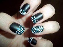 Piękne paznokcie w kropki. Hmm?