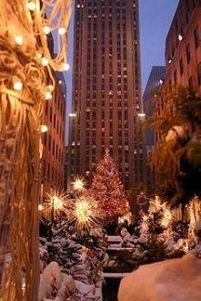 miasto zimową nocą