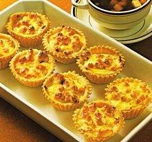 Pikantne babeczki serowe   SKŁADNIKI 190 g pszennej mąki 100 g masła, 1 jajko...