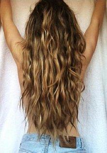 Dziewczyny znacie może jakieś sprawdzone sposoby na to by włosy rosły szybciej?    (znalazłam stare zdjęcie gdzie miałam dłuższe włosy i chce mnie trafić)