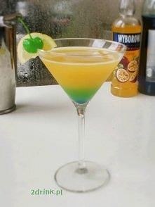 PASSION FLOWER    Składniki: * 50 ml wódki o smaku marakui * 100 ml soku pomarańczowego * łyżeczka soku z cytryny * kilka kropli syropu Blue Curacao       Przygotowanie:  Do sha...
