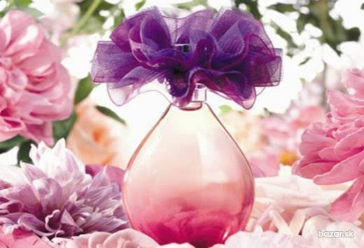 Avon Only Imagine… to ożywczy wybuch figlarnej kobiecości z domieszką melancholijnej zmysłowości, które wzmacniają naturalne piękno drzemiące w każdej kobiecie. Perfumerzy po raz pierwszy w historii użyli w 100% naturalnego ekstraktu z jabłek do stworzenia ujmująco czystej kompozycji zapachowej Avon Only Imagine…, dostępnej wyłącznie w Avon.