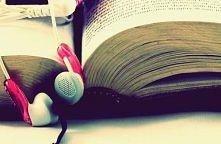 KOCHAM Muzykę ona tak naprawdę pomaga mi w każdej sytuacji , jest ze mną wted...