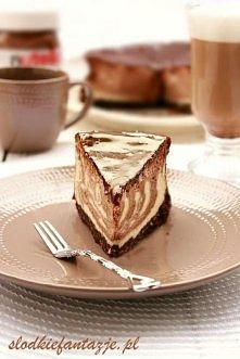 SERNIK NUTELLA  Spód z ciasteczek: 120 g ciasteczek digestive lub herbatników maślanych w mlecznej czekoladzie 2-3 łyżki kakao (można pominąć) 100 g miękkiego masła Masa serowa*...