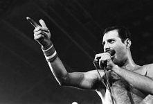 """Ulubiony zespół i wokalista to coś bez czego trudno żyć. Każdy ma utwór który wywołuje u niego dreszcze, u mnie jest to """"In the laps of the Gods"""" Queen."""