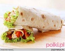 3 gotowe tortille  pół niewielkiej kapusty pekińskiej  2 pomidory  2 ogórki  czerwona papryka  40 dag piersi kurczaka  przyprawa kebab-gyros  pieprz  sól  papryka słodka  oliwa ...