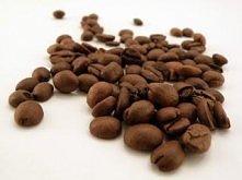 Płukanka kawowa  Jest jednym z najpopularniejszych sposobów wykorzystania kawy w pielęgnacji włosów z tendencją do wypadania. Płukanka ta nie tylko wzmacnia cebulki ale i przy r...