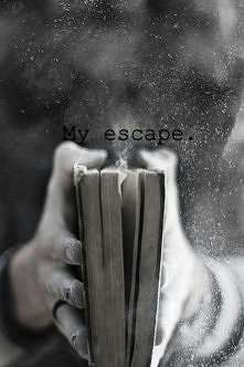 Świat książek to najlepsza odskocznia od rzeczywistości. W każdej chwili możesz przenieść się do innego świata.