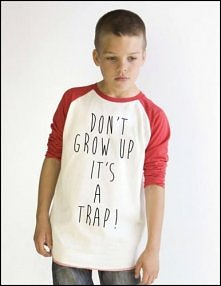 Studio Agama - Don't grow up Kid's (red)