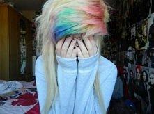 Kolorowe włosy.