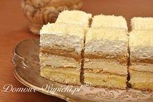 ciasto balowe Składniki: Biszkopt: 4 jaja ½ szklanki mąki pszennej ½ szklanki mąki ziemniaczanej ¾ szklanki cukru 1 łyżeczka proszku do pieczenia Masa budyniowa: 4 żółtka ¾ szkl...