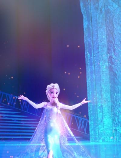 """Yes, I'm Alone but I'm Alone nad Free!"" ~Elsa <333"