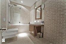 łazienka w stylu minimalist...