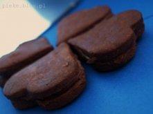MOCNO CZEKOLADOWE ! ♥  Takie pyszne i takie czkoladowe a tak nisko kaloryczne ! :)   serdecznie polecam ! <3  Dwa ubite białka. Dodaj dwie łyżki miodu, trzy łyżki mąki pełnoz...