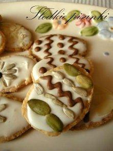 Wielkanocne pisanki  Składniki na ok. 40 ciasteczek:  35 g cukru 150 g mąki 7...