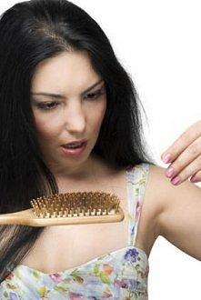 Cynamonowa maseczka przeciw wypadaniu włosów.  Aby przygotować cynamonową maseczkę na włosy, należy wymieszać dwie łyżki cynamonu, dwie łyżki miodu i pół szklanki ciepłej oliwy ...