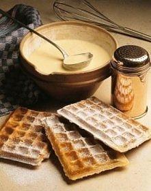 Ciasto na gofry  Składniki na ciasto: - 1,5 szklanki mąki - 2 jajka - 1 szklanka mleka - 2 łyżki cukru - 2 łyżki masła roślinnego - 1 płaska łyżeczka proszku do pieczenia - szcz...