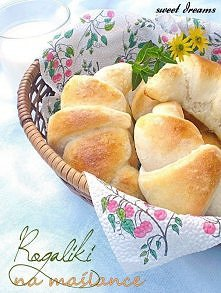 Rogaliki na maślance     Śniadanie idealne. Pyszne, domowe rogaliki, z dodatkiem maślanki, dzięki której są wilgotniejsze, a jednocześnie delikatne i puszyste. Nie są też trudne...