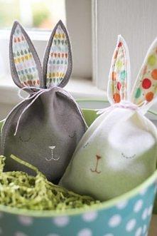 z serii DIY - czyli wielkanocne woreczki w kształcie króliczków :) idealna ozdoba na zbliżające się święta