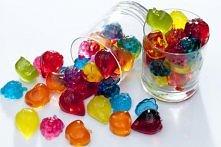 Domowe żelki z soku owocowego  Sposób przyrządzania:  1 Żelatynę zalej wodą i...