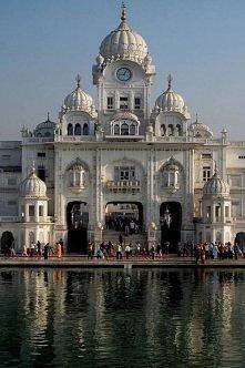 Wieża zegarowa w mieście Amritsar, Indie