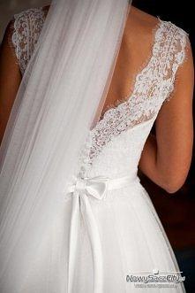 piękny tył sukni