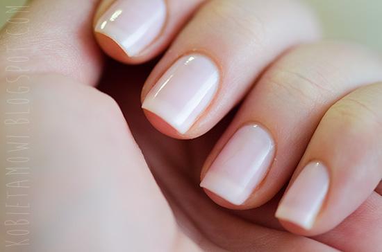 Dziewczyny co polecacie na ładne paznokcie? Jakieś domowe sposoby? a może odżywki?Co myślicie o odżywce z eveline paznokcie twarde i lśniące jak diament,polecacie ?;*
