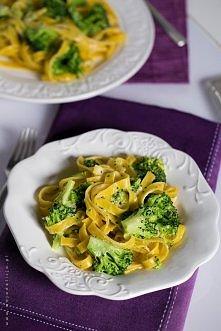 Makaron Tagliatelle z brokułem z sosem czosnkowo-limonkowym – danie w 5 minut