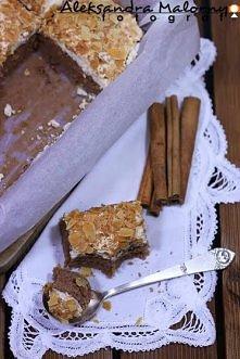CIASTO CYNMONOWE  Ciasto: - 125 g masła, - 2/3 szklanki  cukru, - 2 żółtka, - 1 jajko, - 2/3 szklanki mleka, - 2 łyżki kakao, - 1 ½ szklanki mąki, - 1 łyżeczka proszku do piecze...