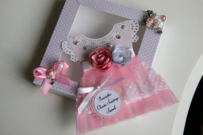 Pamiątka chrztu-sukieneczka baby doll dress z personalizacją i pudełkiem annart-atelier.pl