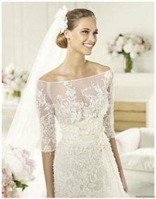 piękna :) koronkowa suknia ...