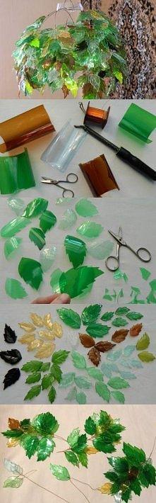 z plastikowych butelek liście