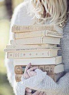 Uwielbiam czytać! :) Polecicie jakieś interesujące książki? :) Jeśli lubicie i wy zapraszam na mojego bloga :) czekolladowamuffinka.blogspot.com