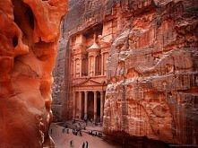 Skarbiec Faraona, Khazneh, Petra(sklane, różowe miasto), Jordania. Starozytna budowla wykuta w skale ok I, II w.n.e.