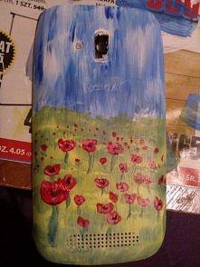 właśnie pomalowałam obudowe swojego telefonu farbami akrylowymi :) była strasznie porysowana, więc troche ją ulepszyłam :) jak to wygląda waszym zdaniem ? mnie się podoba, jak n...