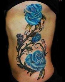 Niebieskie róże tatuaż