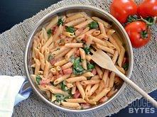 Makaron w kremowym sosie pomidorowym ze szpinakiem  Składniki: 250g makaronu ...