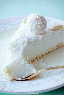 Sernik Raffaello na zimno :) Składniki: Spód: • 100 g wafelków kokosowych w białej czekoladzie typu princessa Masa kokosowa: • 250 g serka mascarpone • 1 i 1/2 szklanki (225 g) ...