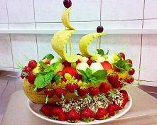 łódeczka z owoców