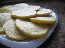 Placuszki z kaszy jaglanej  Składniki: (na 2 porcję - 10 placuszków) - 5 łyżek kaszy jaglanej (tj. 1 szklanka ugotowanej) - ok. 2-2,5 szklanki wrzątku - 2 łyżki mąki ziemniaczan...