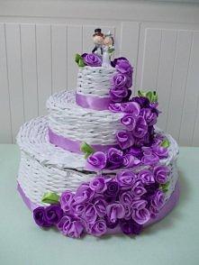 Tort weselny z papierowej wikliny