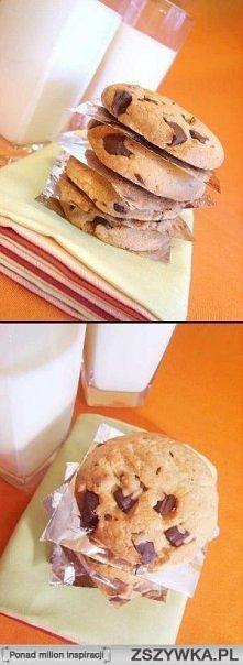 Kruche ciasteczka z kawałkami czekolady (ok. 45 szt.) * 250g masła lub margar...