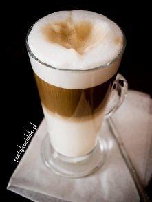 DOMOWE LATTE BEZ EKSPRESU  Składniki: bardzo ciepłe mleko, ok 1/2 szklanki za...