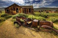 """Bodie, Kalifornia, USA – miasto duchów """"Ghost Town"""". Jest to górnicze miasteczko, ktore swoj rozkwit rozpoczelo w 1876 roku kiedy odkryto na tym terenie żyły zlota. Je..."""