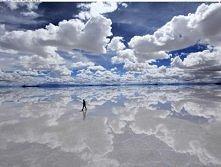 Salar de Uyuni, Boliwia. Cos niesamowitego. Jest to wielka pustynia solna. Pozostalosc po wyschniętym słonym jeziorze.Powierzchnię solniska pokrywa skorupa, pod którą znajduje s...