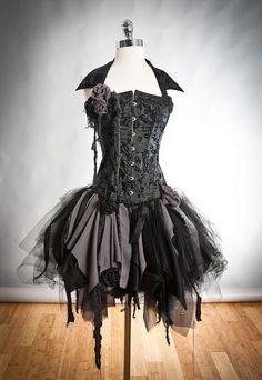 Cudna Gotycka Sukienka Z Gorsetem I Podartym Dołem Na Sukienki Zszywka Pl