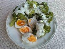 Kolacja mistrzów po 90 minutach jazdy na rowerze :) *2 jajka *gotowane brokuły *dressing jogurtowy - naturalny + zioła, czosnek bazylia itd