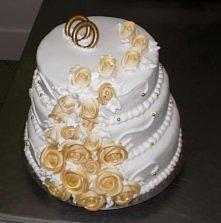 """Tort weselny. Wszystko robione ręcznie, bez żadnych """"gotowych kwiatuszków"""" itp. :-)"""